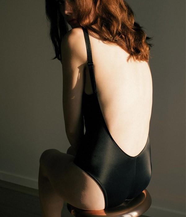 Body sin espalda descubierta en color negro Body Nicole
