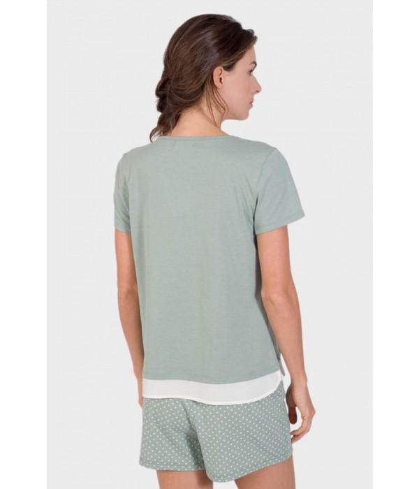 Pijama con simulación de blusa debajo de camiseta