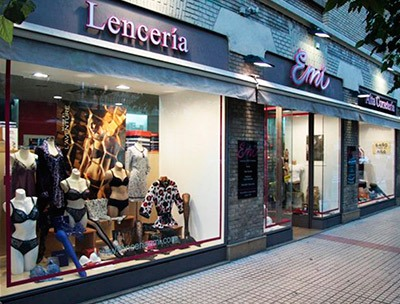 Escaparate de lencería Emi en Conde Aranda 2, Zaragoza.